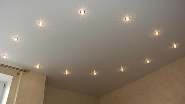Точечный свет на потолке
